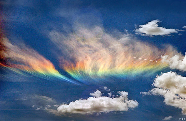 A whispy, rainbow coloured cloud